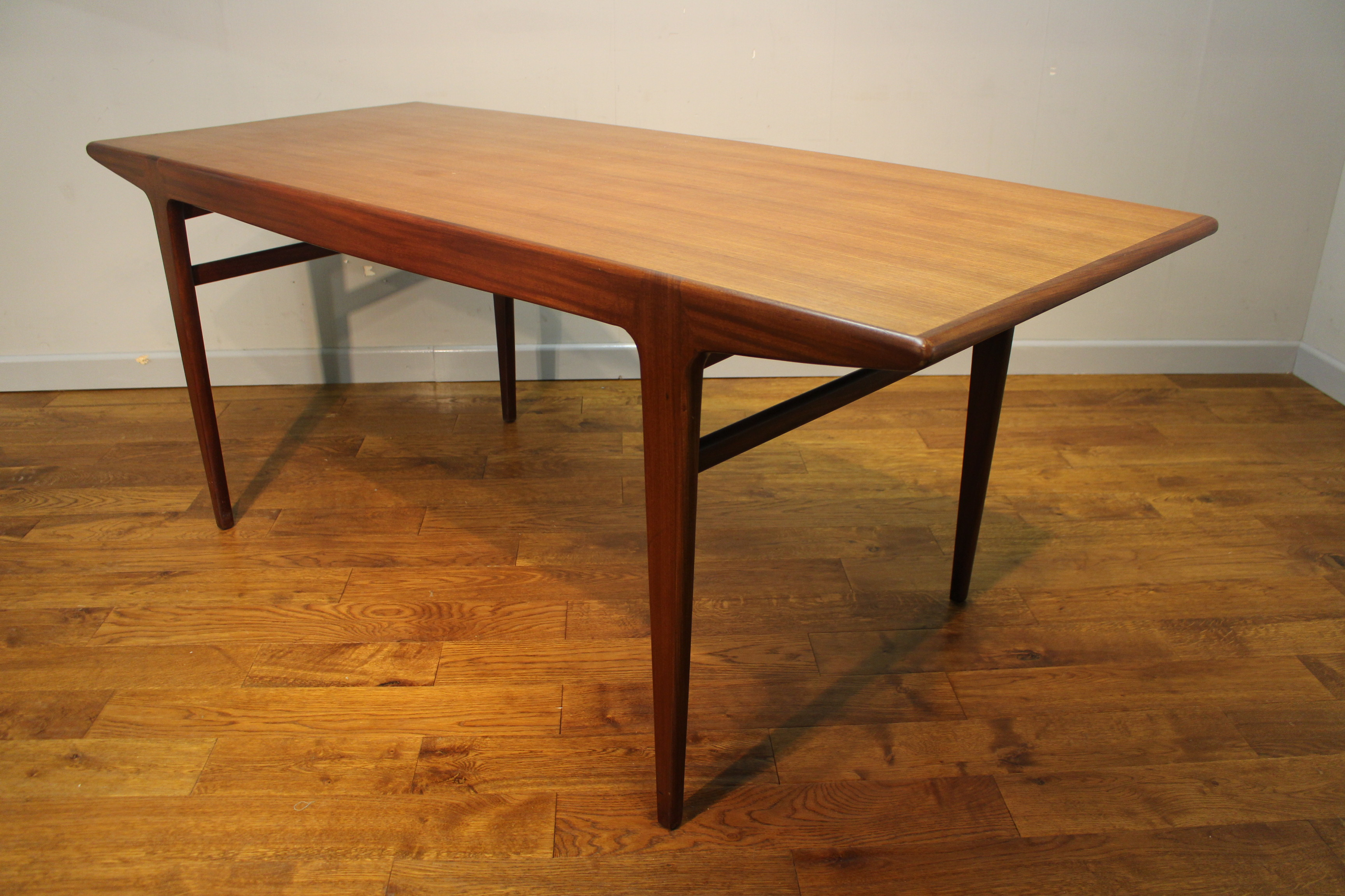 Mid 1960s a younger teak fonseca 6 seat dining table by john herbert vintage retro - Sofa herbergt s werelds ...