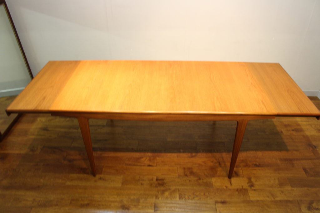 A Younger 810 seat Sequence teak dining table c 1968  : a younger large sequence teak dining table 6 1024x683 from www.vintageretro.co.uk size 1024 x 683 jpeg 79kB